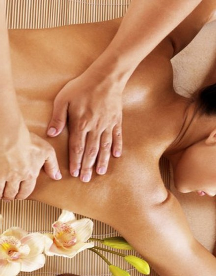 Accès découverte + Massage Corps aux huiles au choix d'une durée de 15 minutes